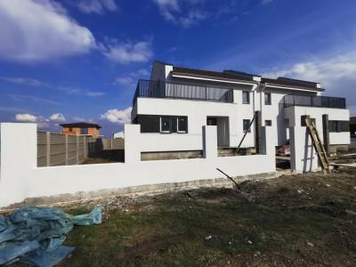 Casa in Sacalaz   proiect deosebit   doua fronturi stradale.