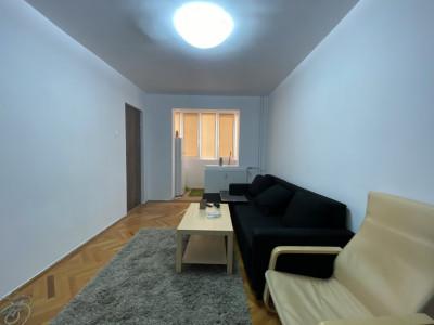 Apartament cu 3 camere, etaj intermediar, de vanzare, zona Dacia