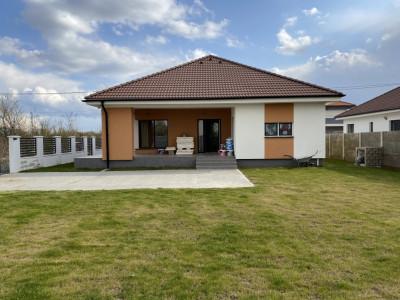 Casa individuala, cu 6 camere, de vanzare in Sacalaz.