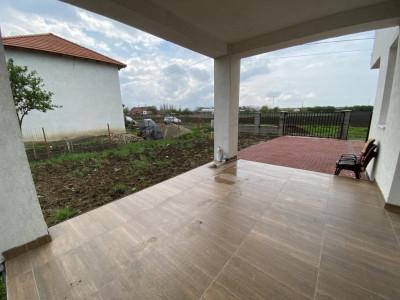 Casa tip duplex, cu 4 camere, de vanzare in Dumbravita.