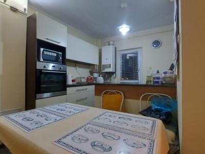 Apartament 3 camere, etaj 3, confort 1, Comision 0%, zona Dambovita - V1742