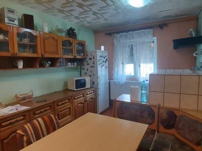 Apartament 3 camere, decomandat, zona Dambovita - V1797