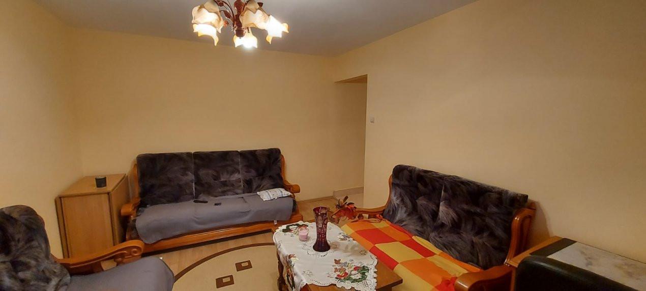 Apartament 2 camere, P-ta Doina - V1828 3