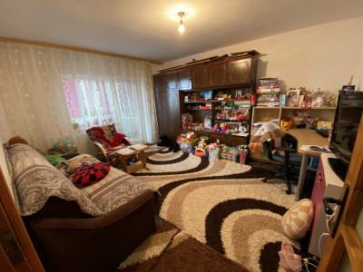 Apartament cu 3 camere, decomandat, de vanzare, in Timisoara zona Lipovei.