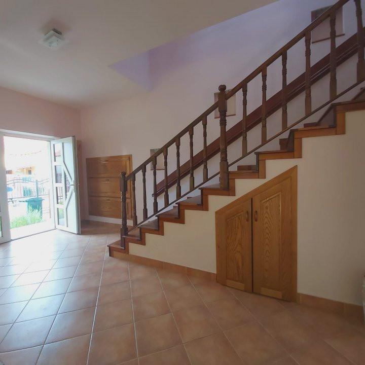 Casa individuala spatioasa, pretabil si pentru gradinita sau firme - C1861 10