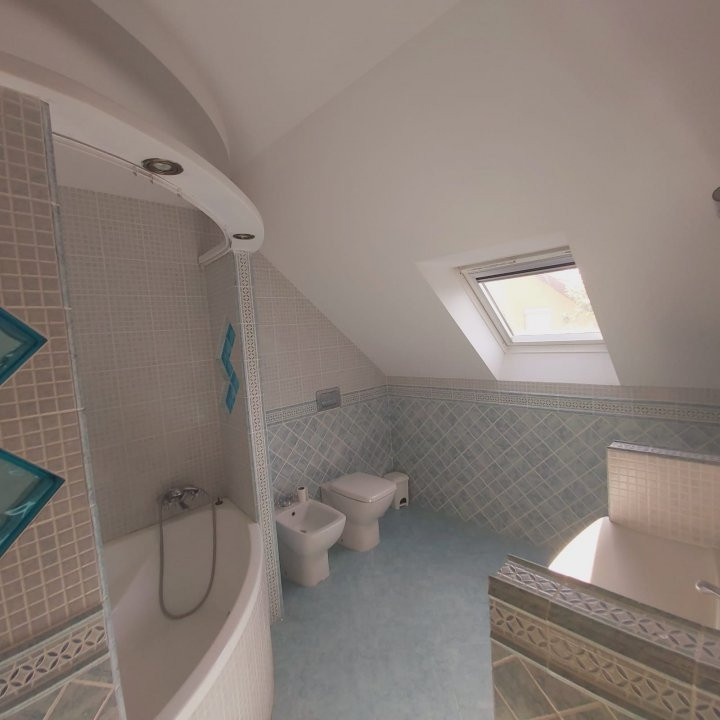 Casa individuala spatioasa, pretabil si pentru gradinita sau firme - C1861 20