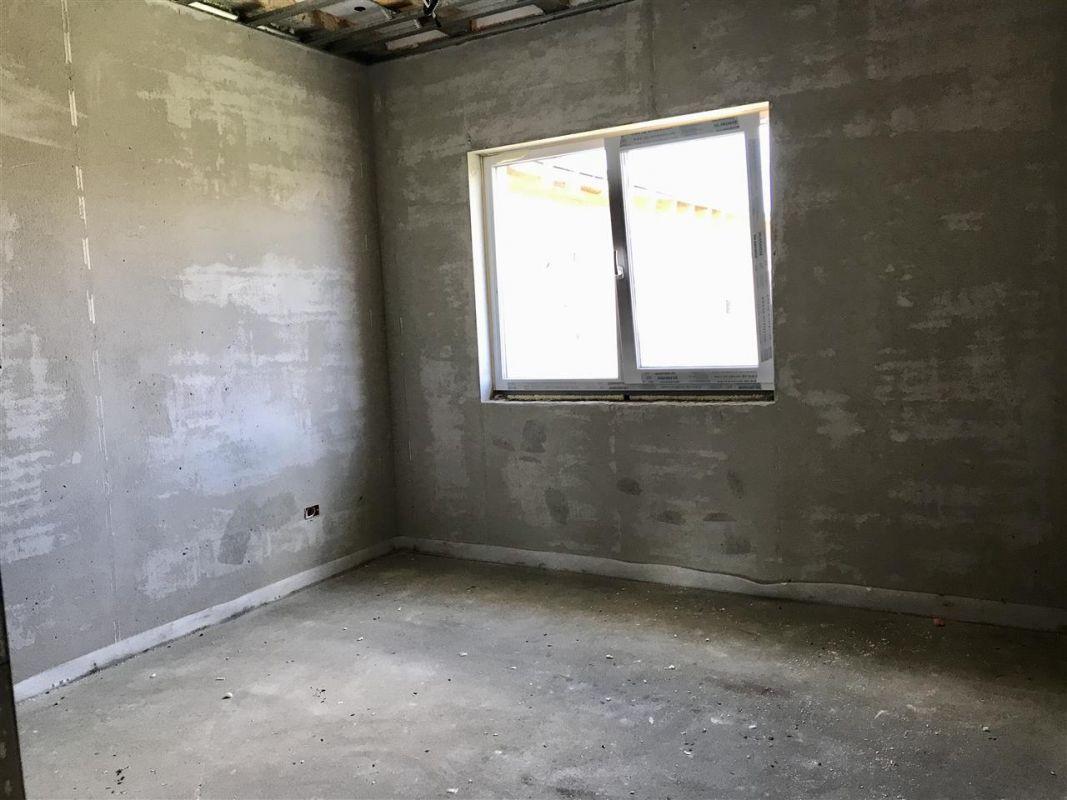 Jumatate de duplex cu 5 camere despartita prin garaj zona Dumbravita - ID V417 5