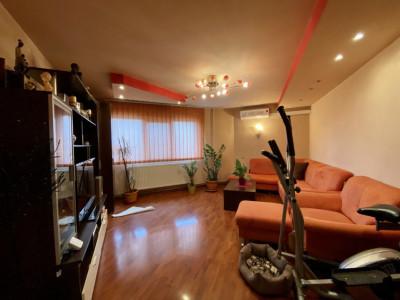 Apartament cu 3 camere, etaj 3, zona  Soarelui - V1716