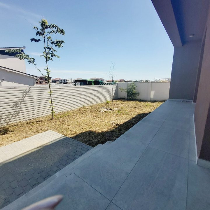Spatii comerciale la parter cu gradina, zona in dezvoltare, Cora - C1976 4