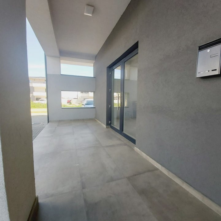 Spatii comerciale la parter cu gradina, zona in dezvoltare, Cora - C1976 5