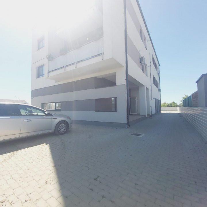 Spatii comerciale la parter cu gradina, zona in dezvoltare, Cora - C1976 8