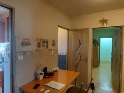 Apartament, 3 camere, etaj 1, zona Sagului - V2017