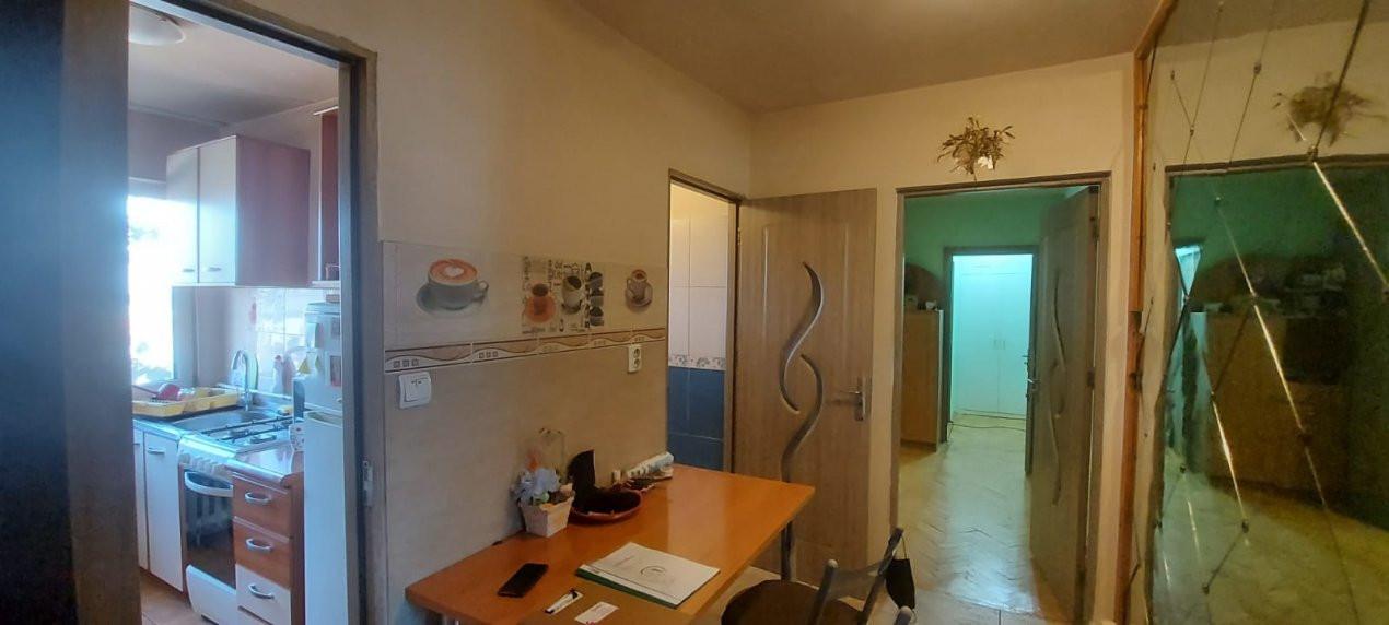 Apartament, 3 camere, etaj 1, zona Sagului - V2017 1