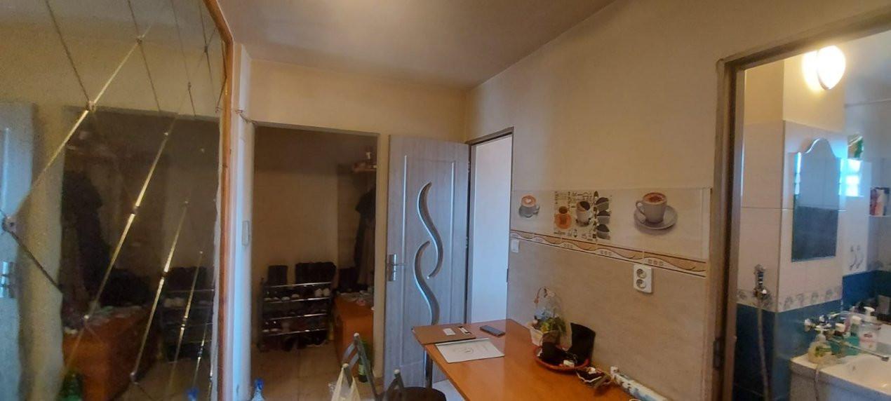Apartament, 3 camere, etaj 1, zona Sagului - V2017 17