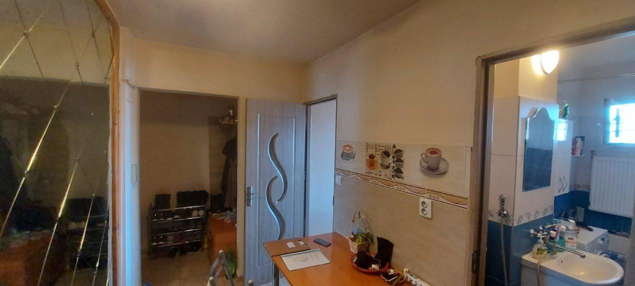 Apartament, 3 camere, etaj 1, zona Sagului - V2017 20