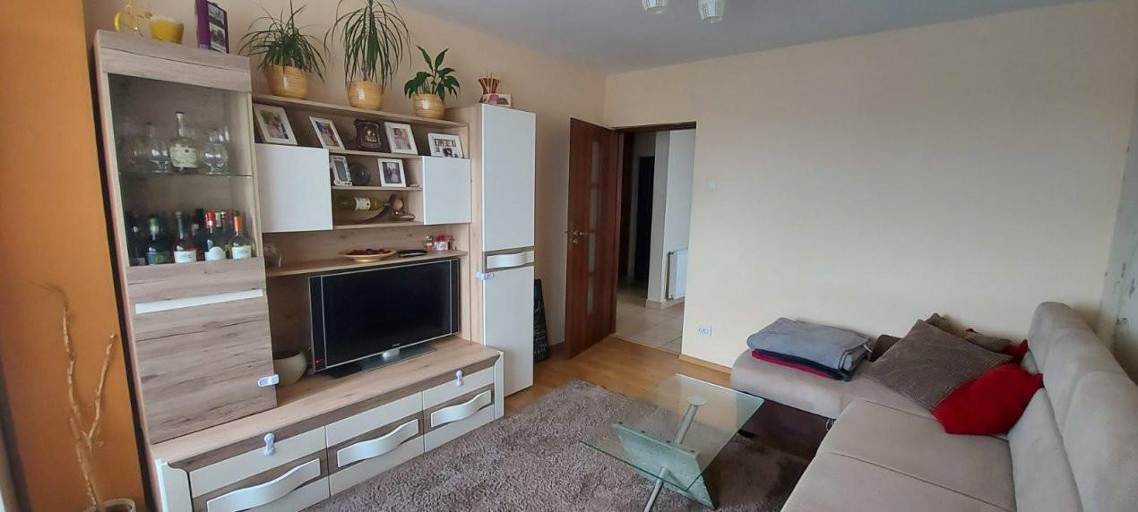 Apartament 3 camere, decomandat, etaj intermediar, zona Dambovita - V2022 5
