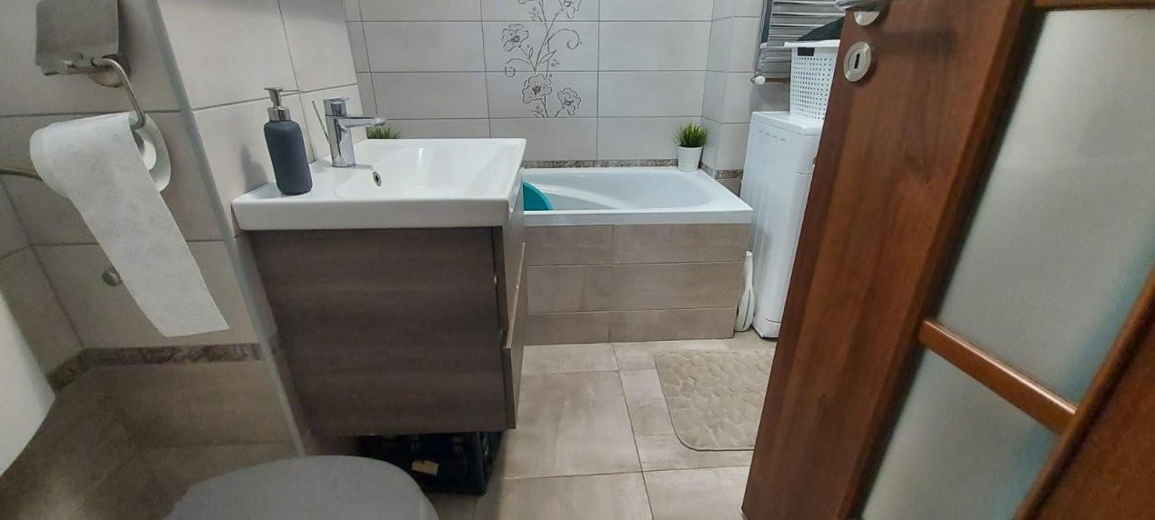 Apartament 3 camere, decomandat, etaj intermediar, zona Dambovita - V2022 8
