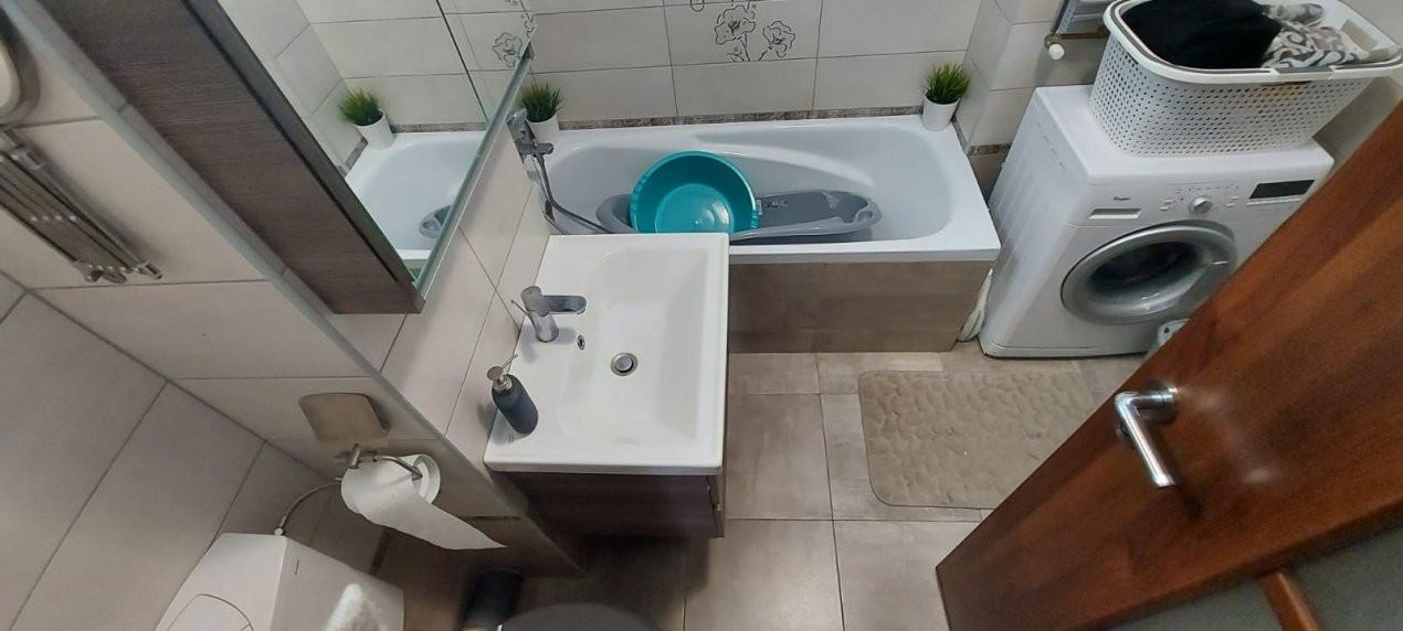 Apartament 3 camere, decomandat, etaj intermediar, zona Dambovita - V2022 9