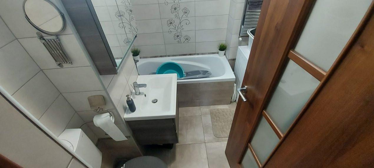 Apartament 3 camere, decomandat, etaj intermediar, zona Dambovita - V2022 13