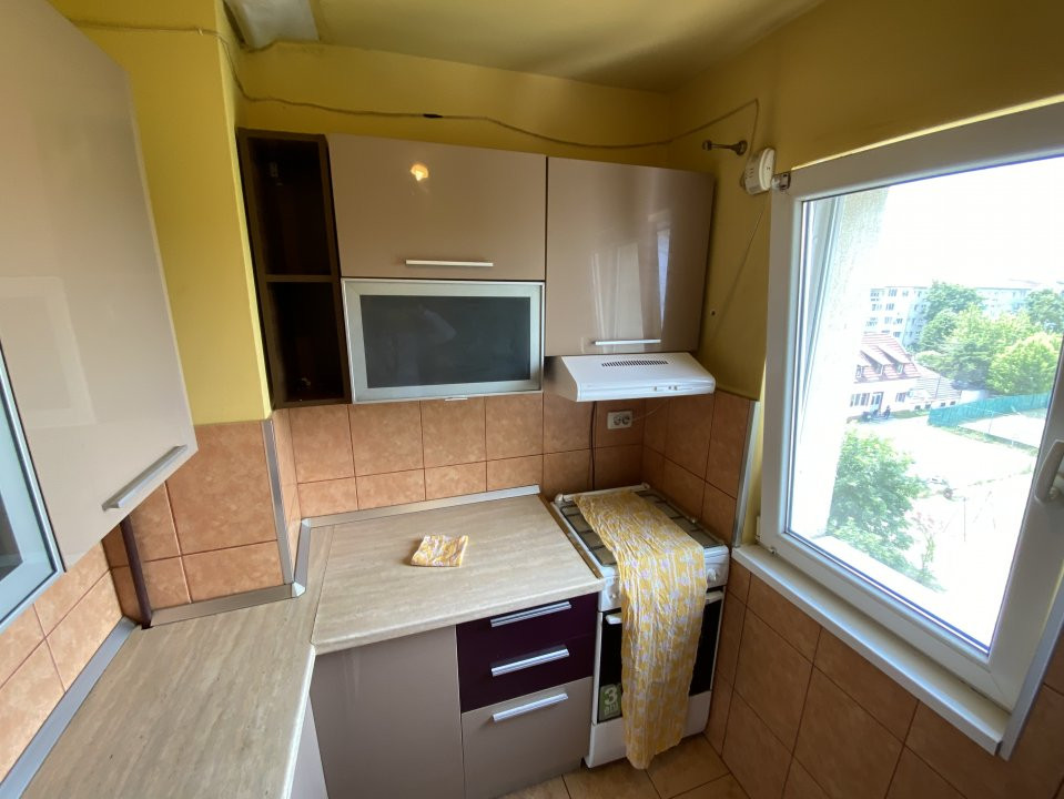 Apartament cu 2 camere, semidecomandat, de vanzare, in Timisoara. 11