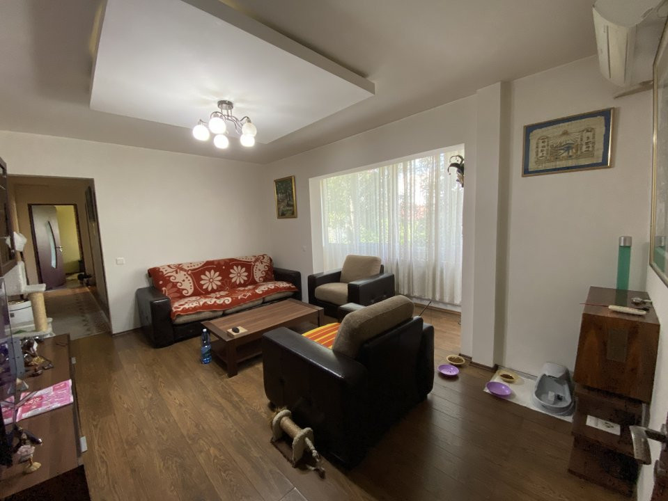 Apartament cu 3 camere, semidecomandat, de vanzare, in Timisoara. 3