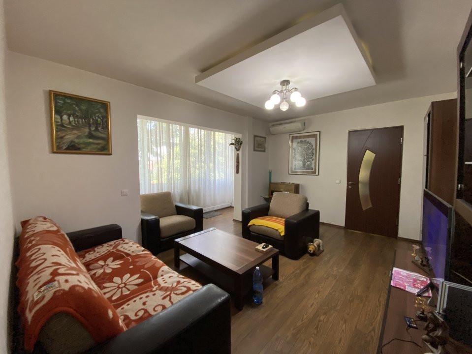 Apartament cu 3 camere, semidecomandat, de vanzare, in Timisoara. 1