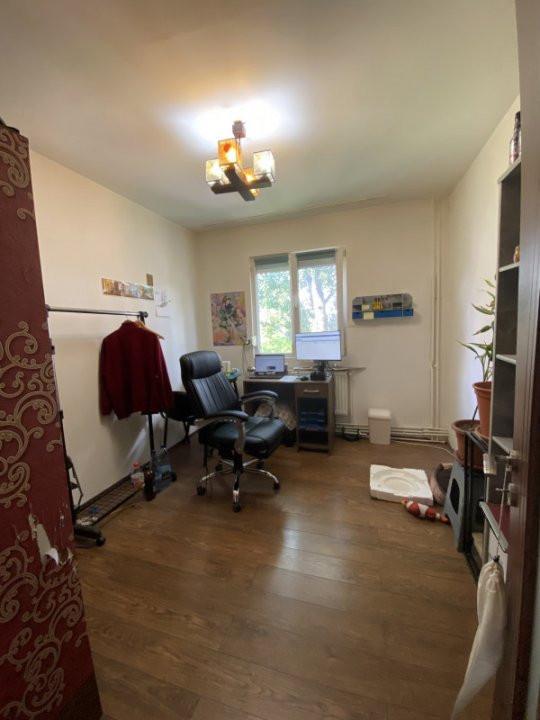 Apartament cu 3 camere, semidecomandat, de vanzare, in Timisoara. 6