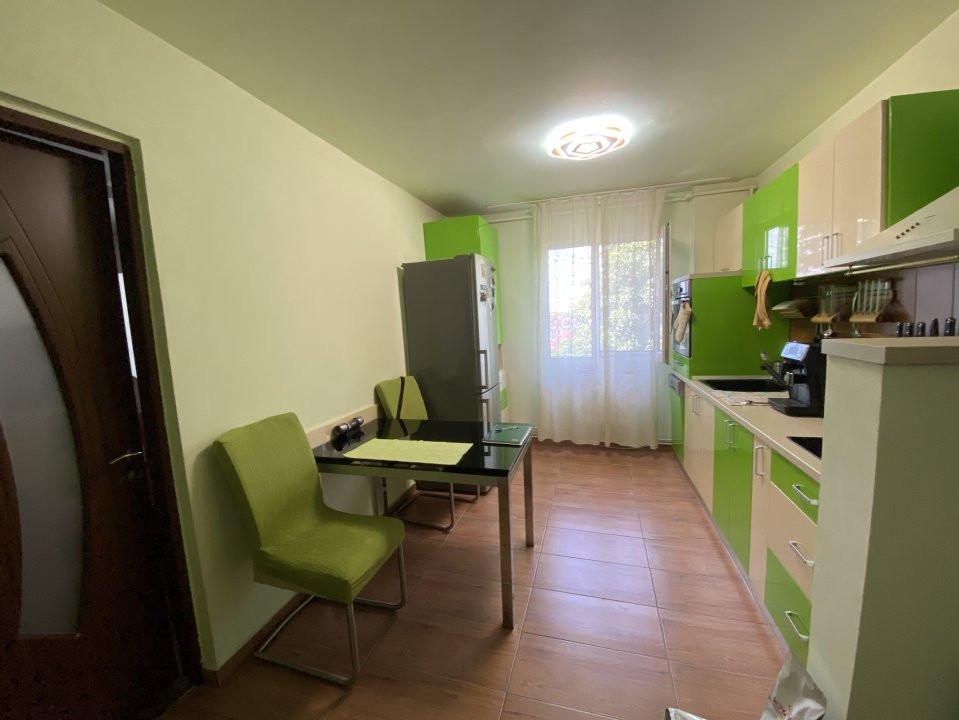 Apartament cu 3 camere, semidecomandat, de vanzare, in Timisoara. 10