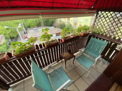Apartament cu 3 camere, decomandat, de vanzare, in Timisoara.