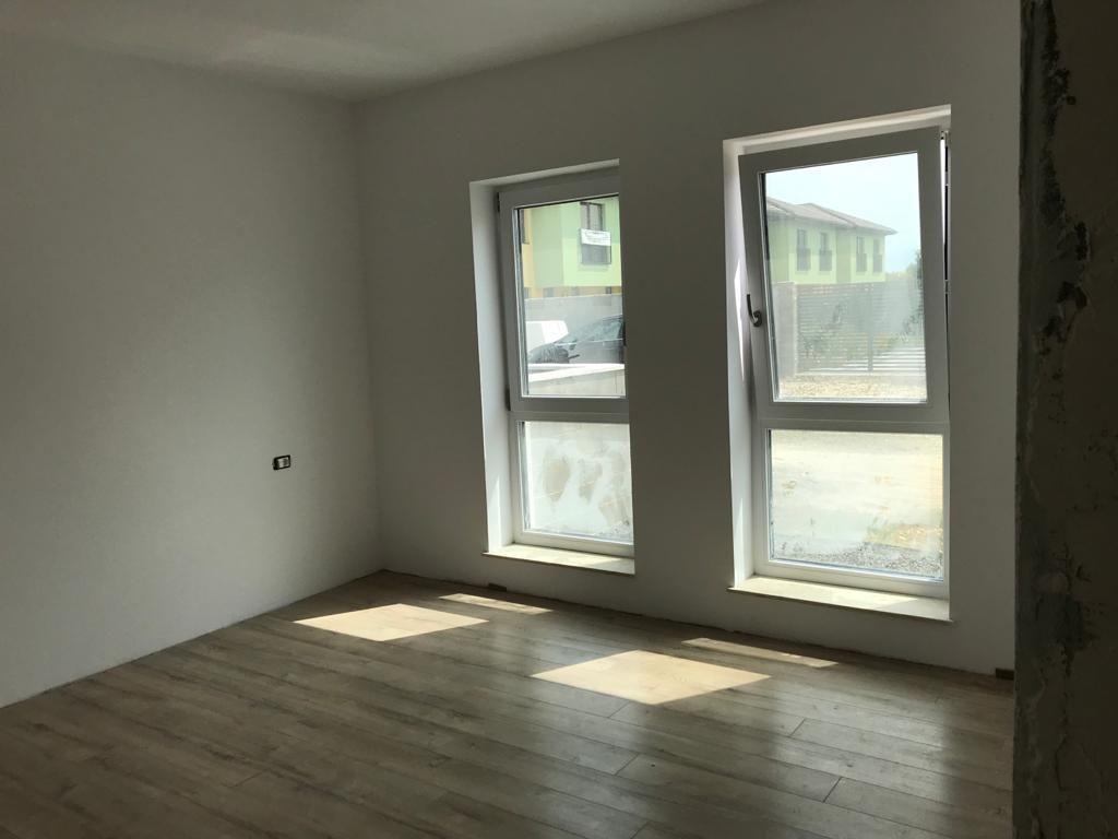 Apartament 2 camere in bloc tip vila Giroc - ID V391 6