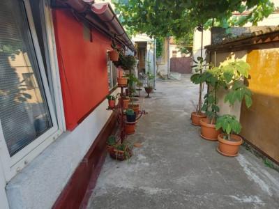 Apartament 2 camere, curte comuna, 48mp, pozitie excelenta, zona Kiriac - V2195