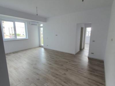Apartament 2 camere decomandat de vanzare.
