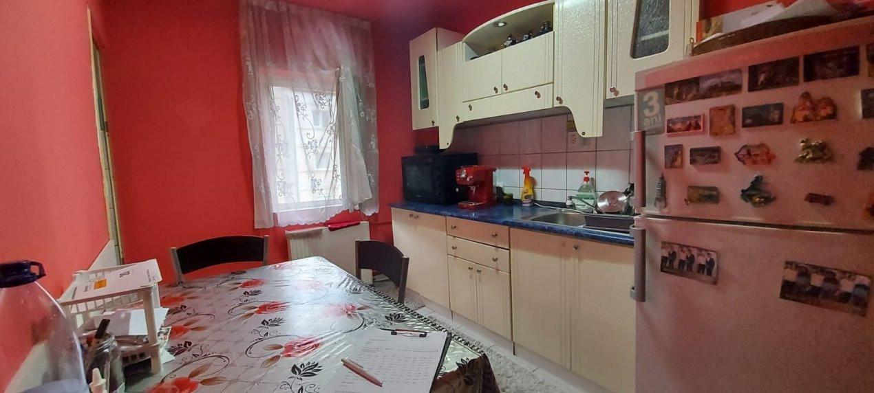 Apartament 3 camere, etaj 3/4, complet utilat si mobilat, zona Dambovita - V2351 16