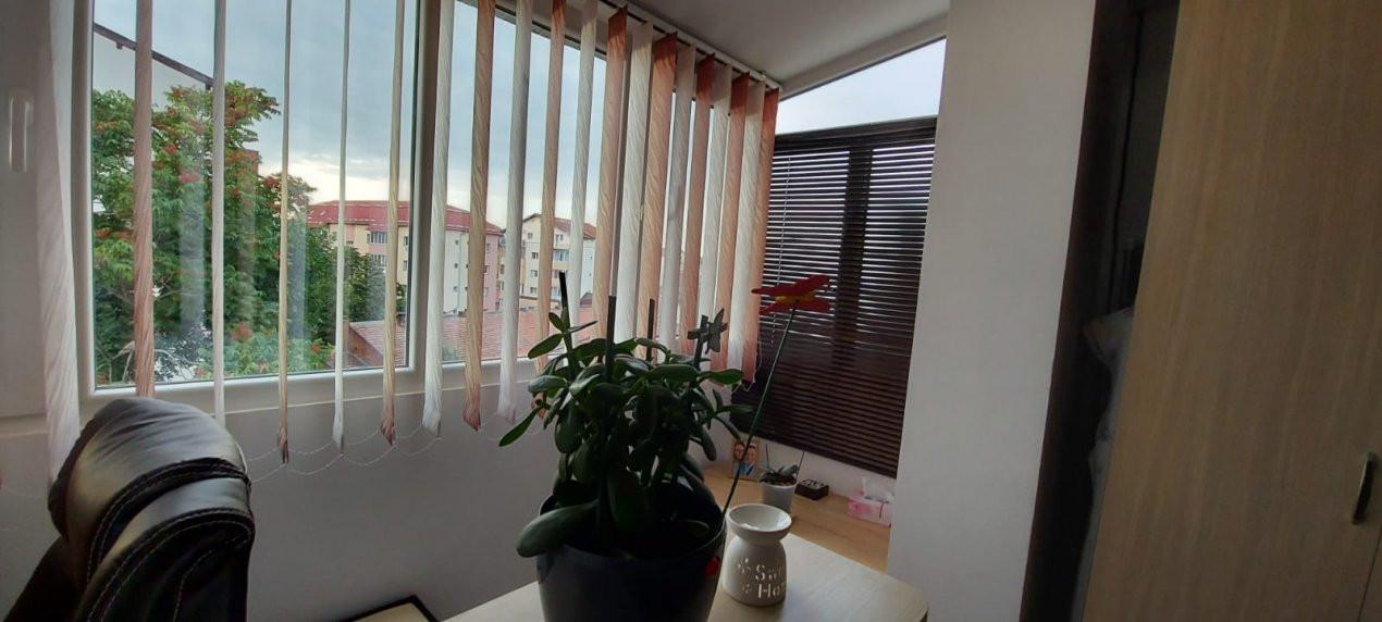 Apartament 2 camere, decomandat, renovat, zona Sagului - V2367 12