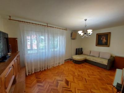 Apartament cu 4 camere, decomandat, de vanzare, zona Torontalului.