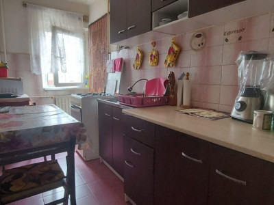 Apartament 1 camera, decomandat, etaj 3, zona Steaua - V2428