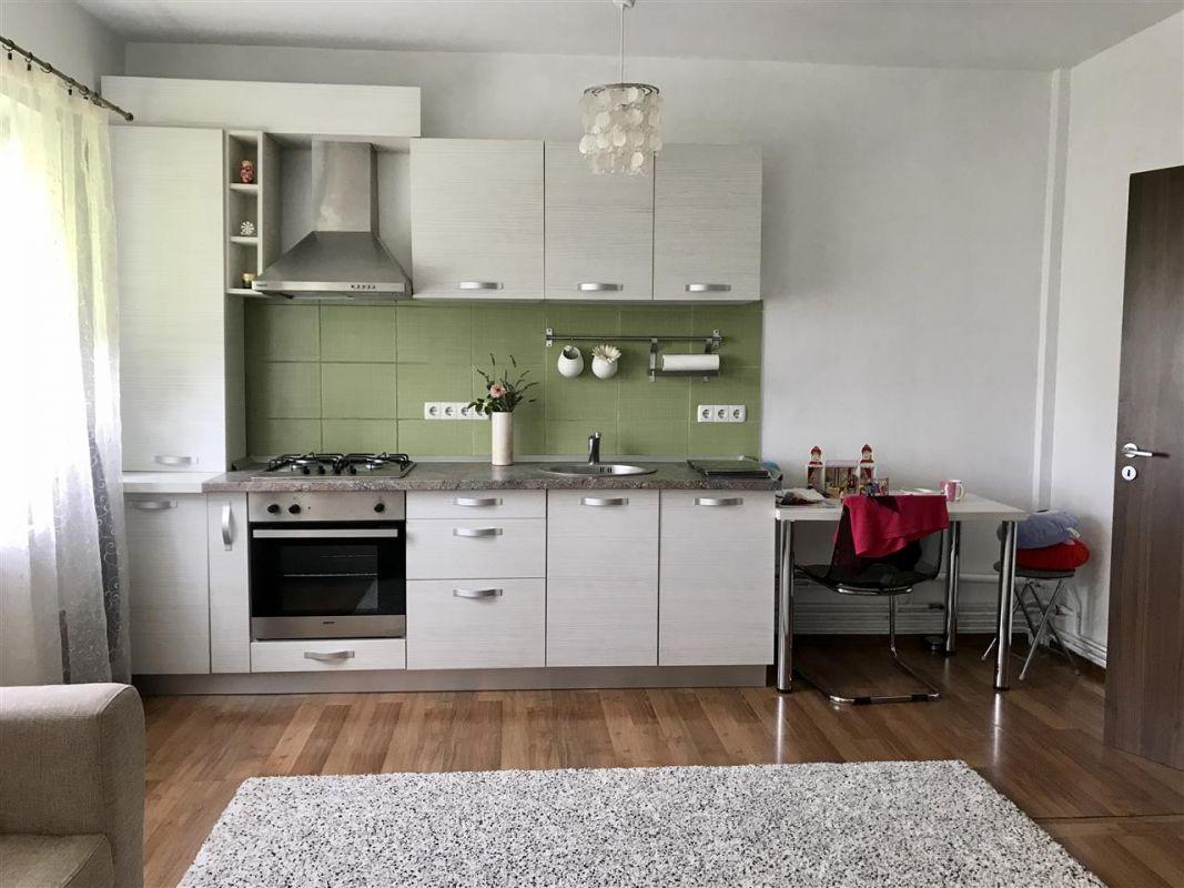 Apartament 4 camere la vila + gradina zona Dumbravita Negociabil - ID V342 1