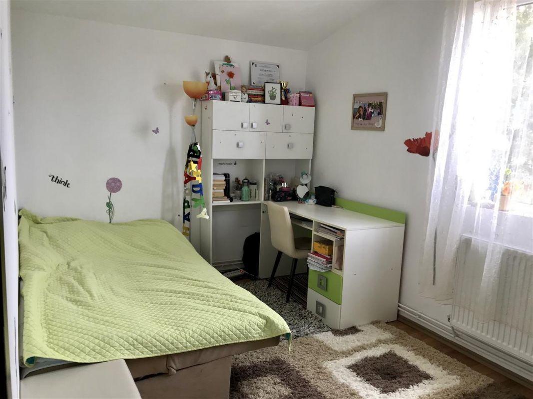 Apartament 4 camere la vila + gradina zona Dumbravita Negociabil - ID V342 6