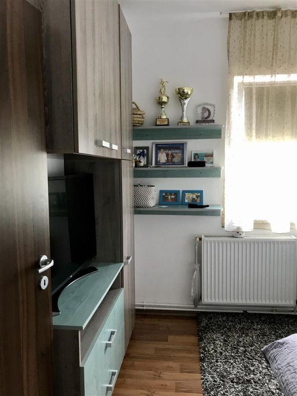 Apartament 4 camere la vila + gradina zona Dumbravita Negociabil - ID V342 10