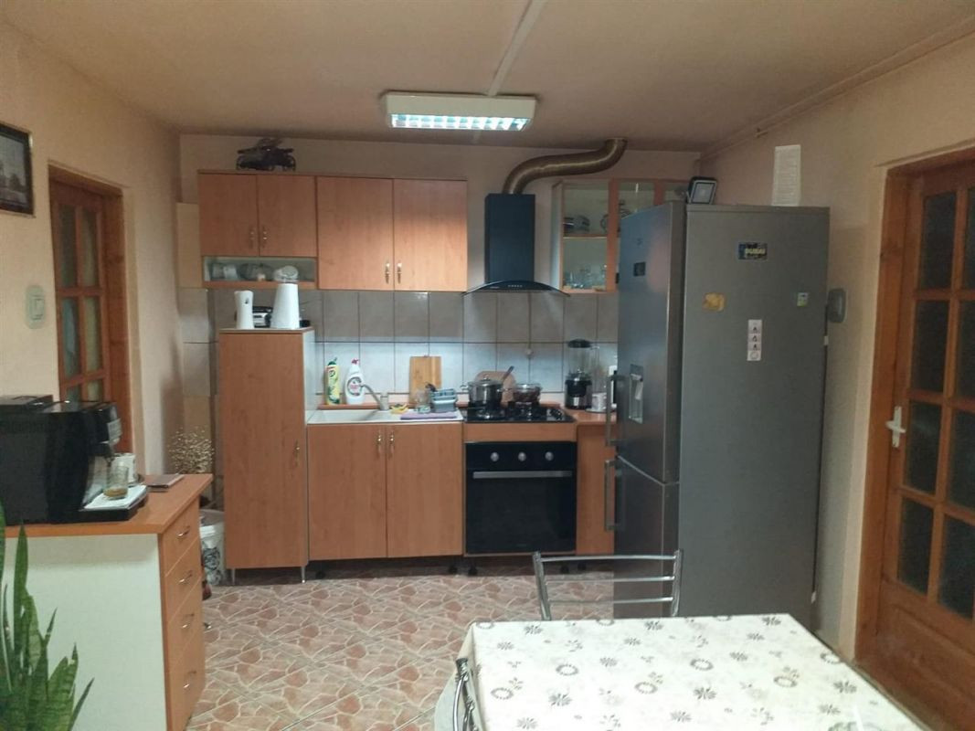 Casa 4 camere de vanzare zona Fratelia - ID V206 3