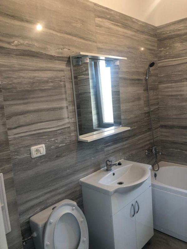 3 camere + terasa de vanzare in GIROC- ID V99 10
