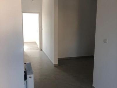 1 camere + terasa de vanzare in GIROC- ID V98
