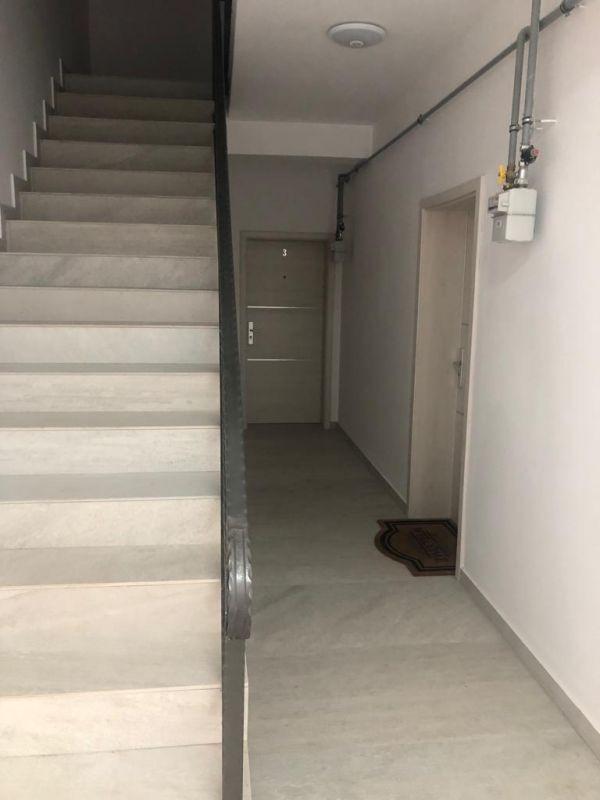 1 camere + terasa de vanzare in GIROC- ID V98 3