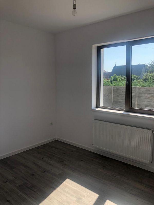 1 camere + terasa de vanzare in GIROC- ID V98 4