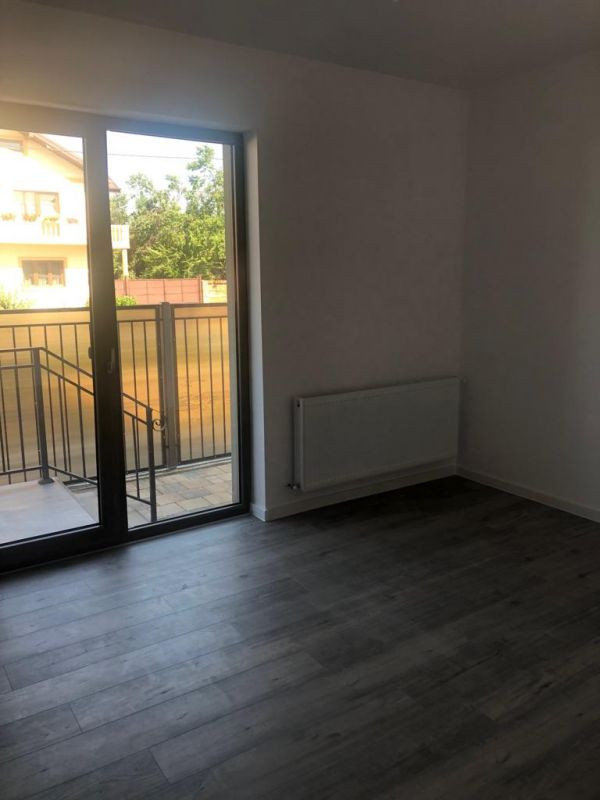 2 camere terasa + curte de vanzare in GIROC - ID V97 8