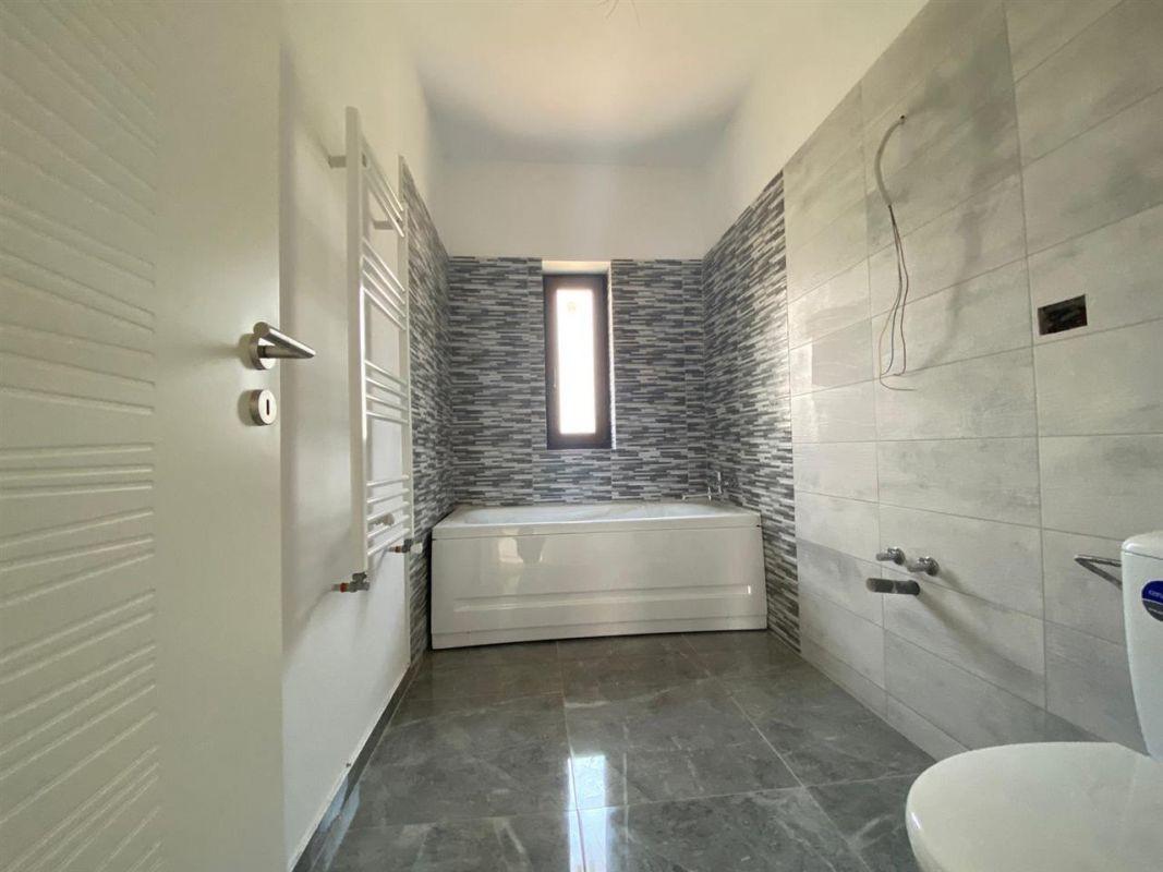 Apartament 3 camere de vanzare in GIROC - ID V22 12
