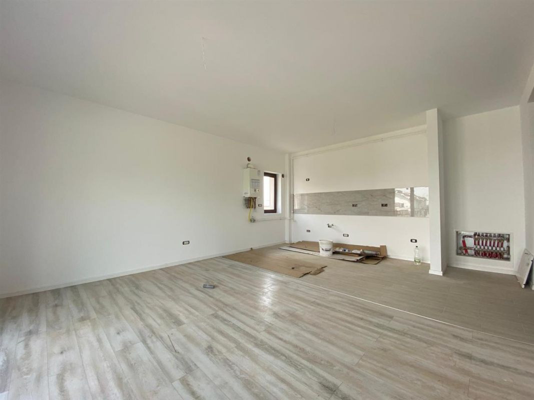 Apartament 3 camere de vanzare in GIROC - ID V19 4