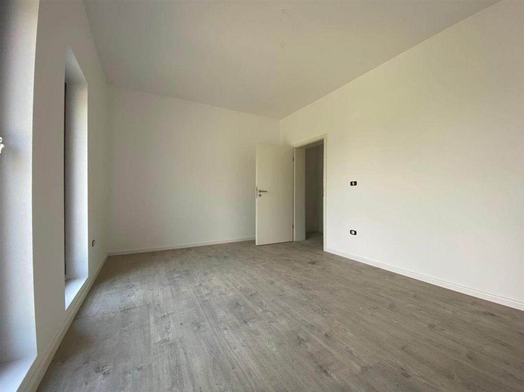 Apartament 3 camere de vanzare in GIROC - ID V19 6