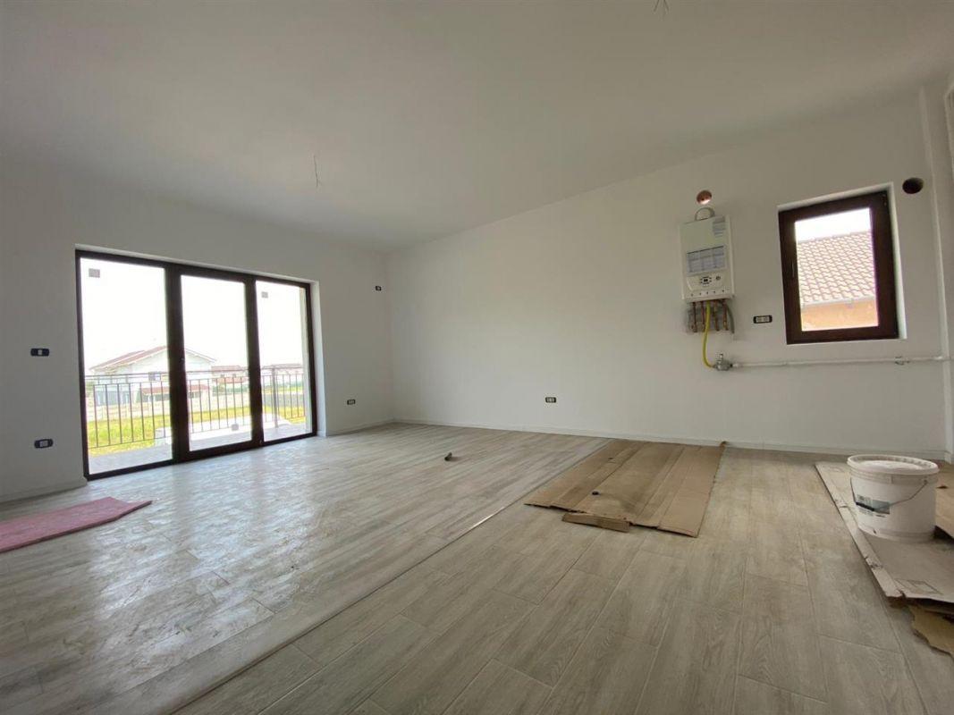 Apartament 3 camere de vanzare in GIROC - ID V19 10