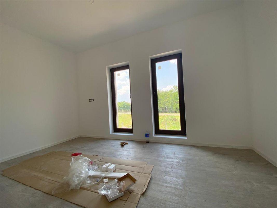 Apartament 3 camere de vanzare in GIROC - ID V19 11